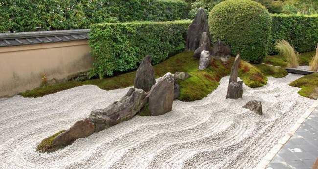 Камень имеет ведущую роль в саду