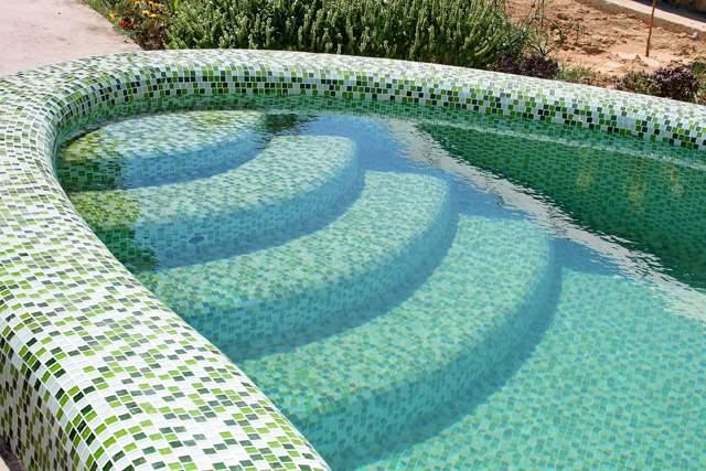 Использование мозаичной плитки для бассейна